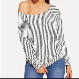 Off Shoulder Long Sleeves Stripe Tee Black White